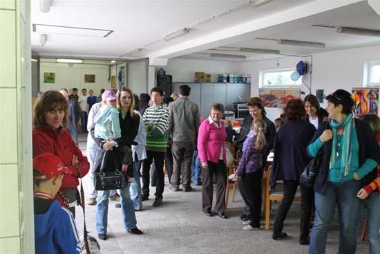 Besucher des Jubiläums in der Werkstatt